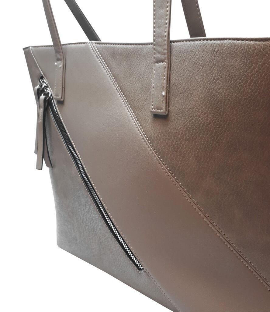 Stylová kabelka přes rameno s šikmým zipem Tapple H17411 šedohnědá detail vzoru